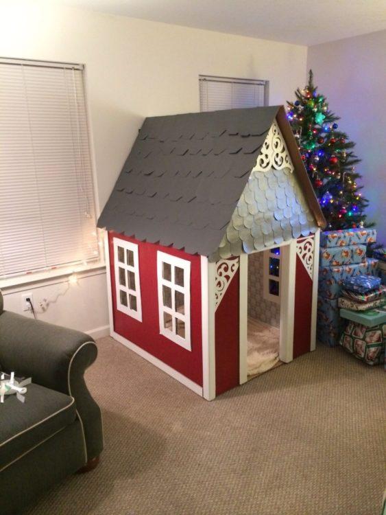 Membuat Rumah Mainan dari Kardus