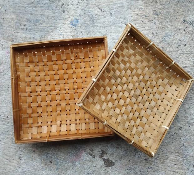 Kerajinan Piring Kotak dari Bambu