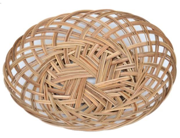 Kerajinan Piring dari Anyaman Bambu