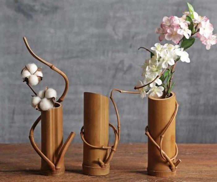 Kerajinan Vas Bunga dari Bambu