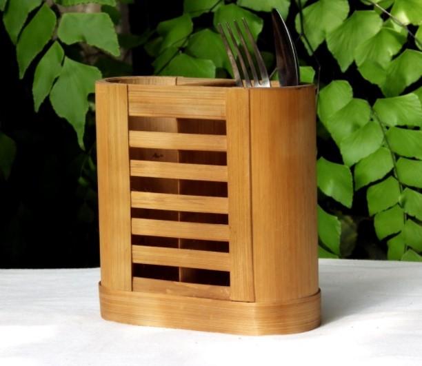Kerajinan Wadah Alat Makan dari Bambu