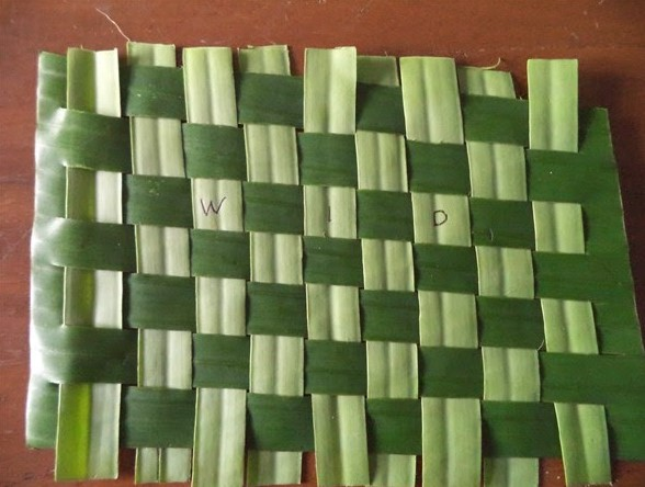 kerajinan limbah organik daun pisang