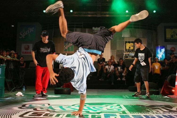 Tari Breakdance